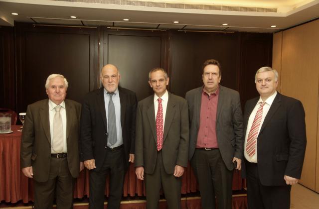 Από αριστερά: Β. Θεοτοκάτος, Πρόεδρος Α.Σ.Π.Ε., Γ. Βερνίκος, Πρόεδρος Ο.Κ.Ε., Κ. Παπαϊωάννου, Πρόεδρος Greenpeace Ελλάδος, Γ. Καρανίκας, Γενικός Γραμματέας Ε.Σ.Ε.Ε., Γ. Κουράσης, Γενικός Γραμματέας Γ.Σ.Ε.Β.Ε.Ε